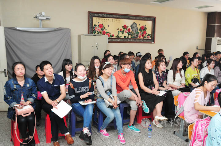 张欢老师为渤海大学学生上观摩课